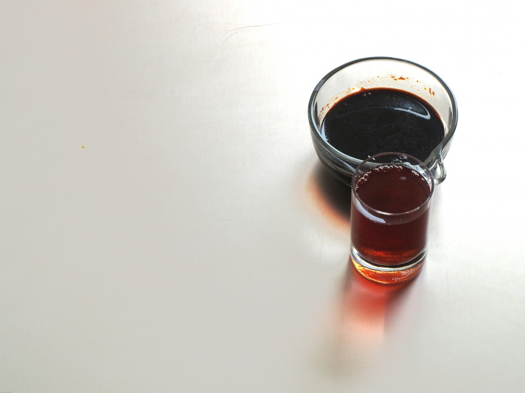 Rotweinessig und Sojasauce